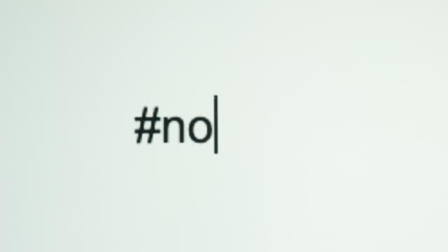"""vídeos de stock, filmes e b-roll de uma pessoa digita """"#no"""" na tela do computador - proibido"""