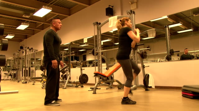 personal fitness trainer & client working out - cardiovascular exercise stock videos & royalty-free footage