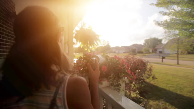 stockvideo's en b-roll-footage met personal perspective of girl watering flowers - water geven