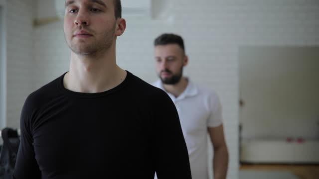 personal trainer preparing man for ems training - body abbigliamento sportivo video stock e b–roll