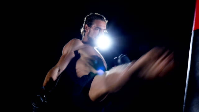 personal trainer : thai boxing. - muay thai stock videos and b-roll footage
