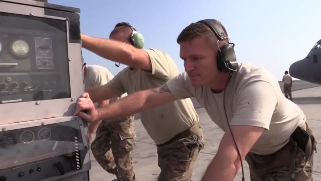 personnel from the 75th expeditionary airlift squadron conduct c-130j super hercules cargo operations in east africa, dec. 30, 2017. the 75th eas... - horn of africa stock videos & royalty-free footage
