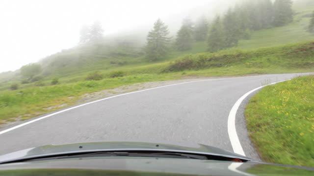 pov perspektiv körning längs lands vägen - förarperspektiv bildbanksvideor och videomaterial från bakom kulisserna