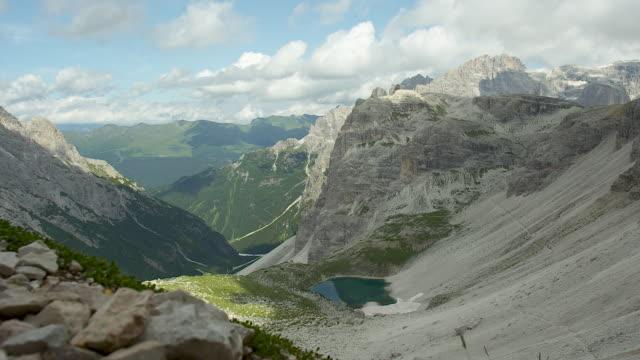 perspective from above, mountain lake - 世界遺産点の映像素材/bロール