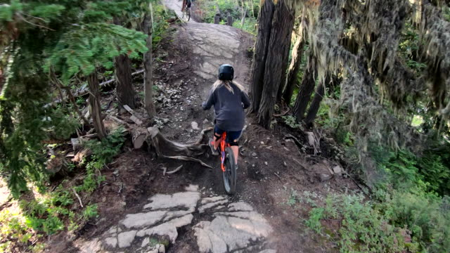 pov perspective of mountain biker descending trail - ascentxmedia stock videos & royalty-free footage