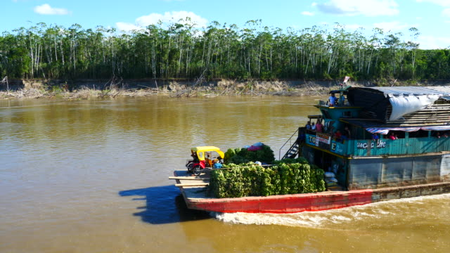 peru, amazon basin, a boat loaded with bananas and locals crossing, pacaya samiria national reserve - banane stock-videos und b-roll-filmmaterial