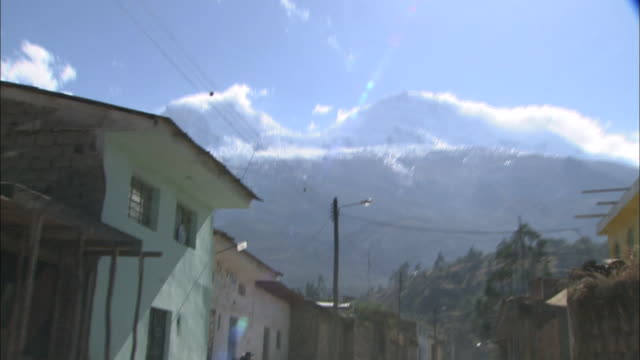 peru andes huascarán - mountain range stock-videos und b-roll-filmmaterial