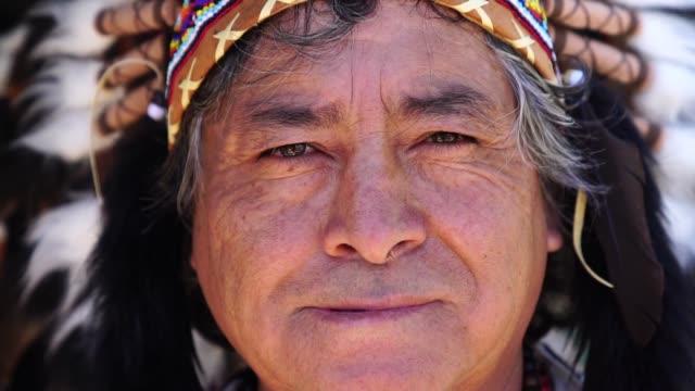 peruansk man med traditionella kläder - stam bildbanksvideor och videomaterial från bakom kulisserna