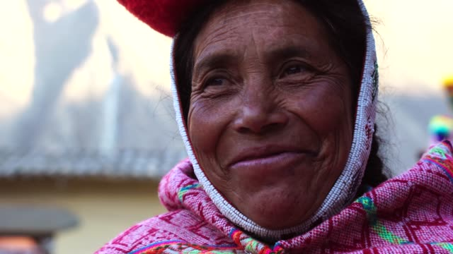peruvian woman portrait - cappello video stock e b–roll