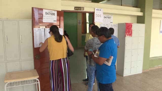 stockvideo's en b-roll-footage met peruvians head to the polls for legislative elections that president martin vizcarra hopes will put an end to a political crisis and clear the way... - peruaanse etniciteit