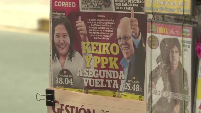 stockvideo's en b-roll-footage met peruvians react on monday to elections that saw controversial presidential frontrunner keiko fujimori and former energy minister pedro pablo... - peruaanse etniciteit