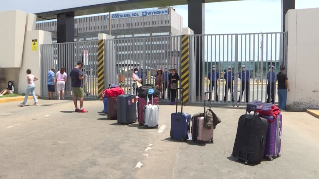 stockvideo's en b-roll-footage met peruvians residing outside of the capital are trapped in lima waiting outside the airport for information on their upcoming travels after the country... - peruaanse etniciteit