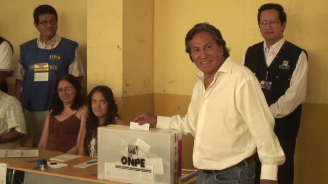 stockvideo's en b-roll-footage met peruvians voted sunday in a presidency race led by leftist exsoldier ollanta humala who promises to share out record growth fighting three rivals in... - peruaanse etniciteit