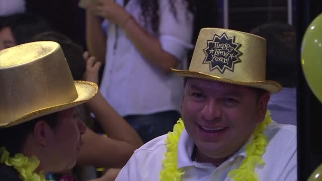 peruvians welcome 2018 with traditional yellow decorations - peruvian ethnicity stock videos & royalty-free footage