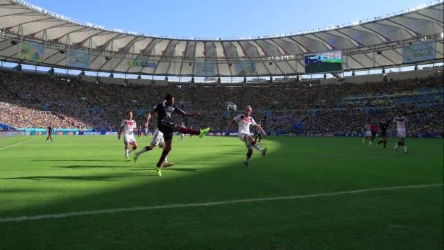 A pesar de la gripe de la plantilla Alemania consigue el pase a semifinales tras su victoria 10 ante Francia gracias a un gol del central Mats...