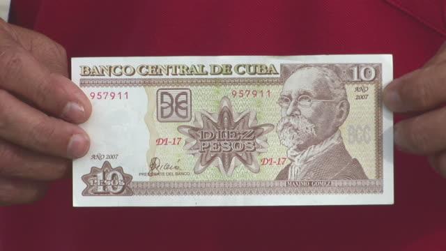 cu 10 pesos bill, central bank of cuba / havana city, havana, cuba - cuba stock videos & royalty-free footage