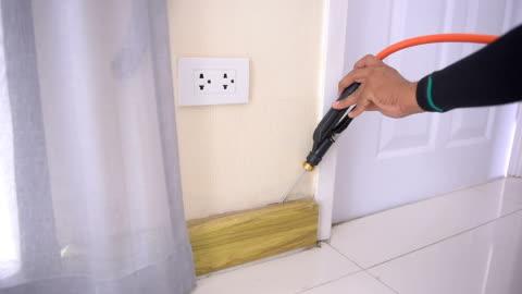 家の中の害虫駆除サービス - 虫除け点の映像素材/bロール