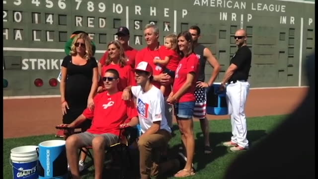 vídeos de stock e filmes b-roll de pete frates completed the challenge himself thursday with help of the red sox - balde de gelo