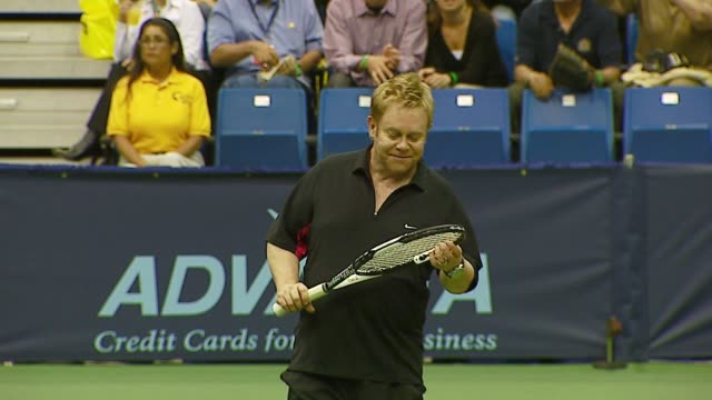 pete sampras anna kournikova andy roddick and sir elton john at the advanta presents wtt smash hits celebrity tennis tournament at bren center... - andy roddick stock-videos und b-roll-filmmaterial