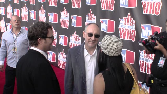 pete townshend rainn wilson at the vh1 rock honors at los angeles ca - vh1 stock videos & royalty-free footage