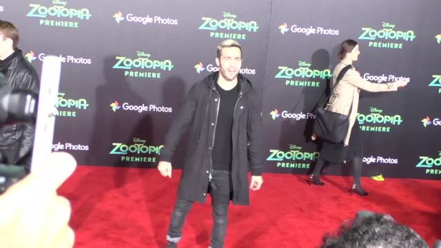 vidéos et rushes de pete wentz at the zootopia premiere at el capitan theatre in hollywood at celebrity sightings in los angeles on february 17 2016 in los angeles... - cinéma el capitan