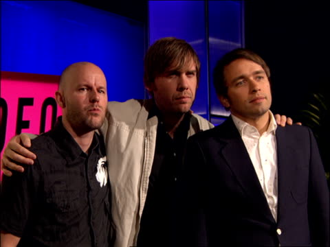 peter bjorn and john walking the 2007 mtv video music awards red carpet - mtv1 stock-videos und b-roll-filmmaterial