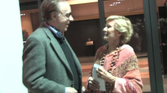 peter bogdanovich and cloris leachman at writers guild theater in beverly hills at the celebrity sightings in los angeles at los angeles ca. - ピーター・ボグダノヴィッチ点の映像素材/bロール