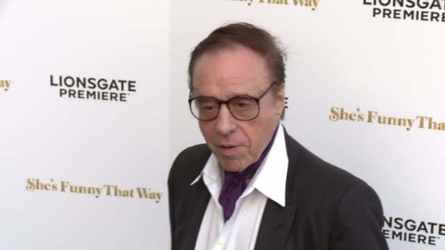 """peter bogdanovich at the """"she's funny that way"""" los angeles premiere at harmony gold theatre on august 19, 2015 in los angeles, california. - ピーター・ボグダノヴィッチ点の映像素材/bロール"""