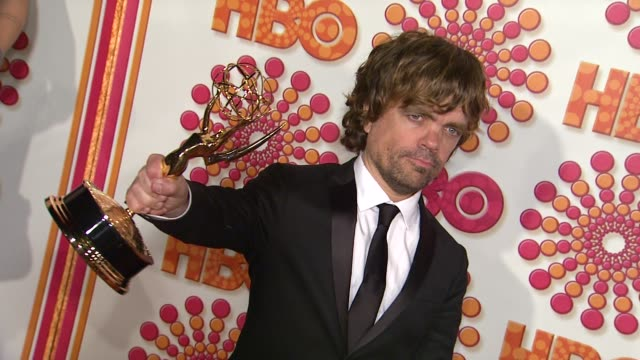 vídeos de stock, filmes e b-roll de peter dinklage at the hbo's annual emmy awards post award reception at los angeles ca - traje completo
