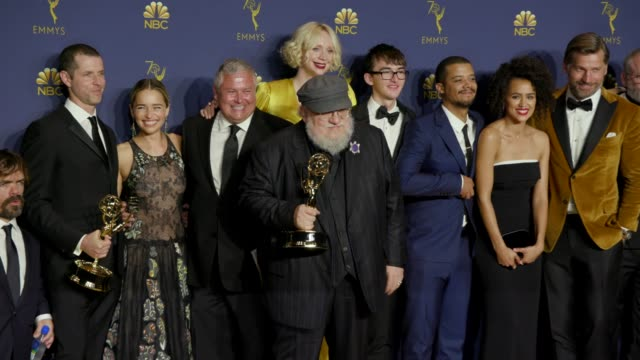 peter dinklage, emilia clarke, gwendoline christie, george r. r. martin, kit harington, and 'game of thrones' at the 70th emmy awards - photo room at... - emmy awards stock-videos und b-roll-filmmaterial