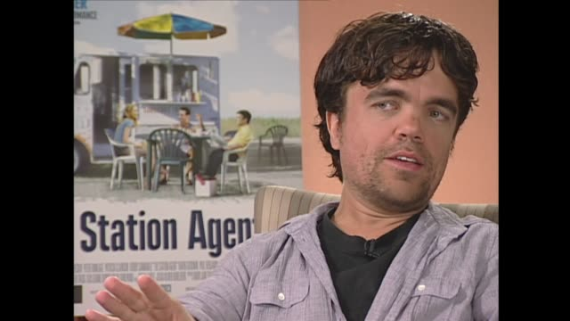 peter dinklage on the character 'mini-me' - ヴァーン トロイヤー点の映像素材/bロール