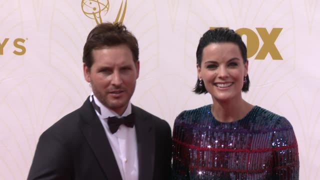 peter facinelli and jaimie alexander at the 67th annual primetime emmy awards at microsoft theater on september 20, 2015 in los angeles, california. - peter facinelli video stock e b–roll