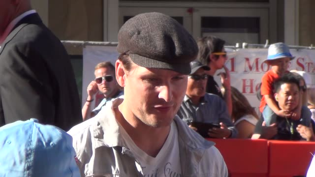 peter facinelli arrives to the planes premiere at el capitan theatre in hollywood, 08/05/13 peter facinelli arrives to the planes premiere at on... - peter facinelli video stock e b–roll