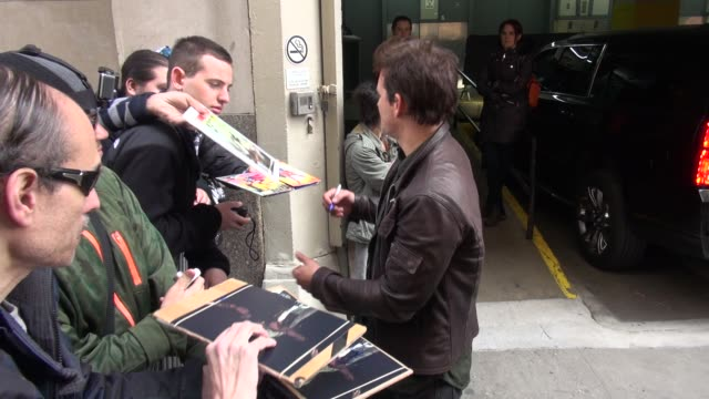 peter facinelli at aol, signs for and poses with fans on march 24, 2016 in new york city. - peter facinelli video stock e b–roll