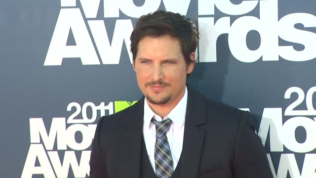 peter facinelli at the 2011 mtv movie awards at los angeles ca. - peter facinelli video stock e b–roll