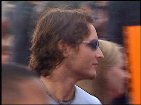 peter facinelli at the 'me, myself and irene' premiere on june 15, 2000. - peter facinelli video stock e b–roll