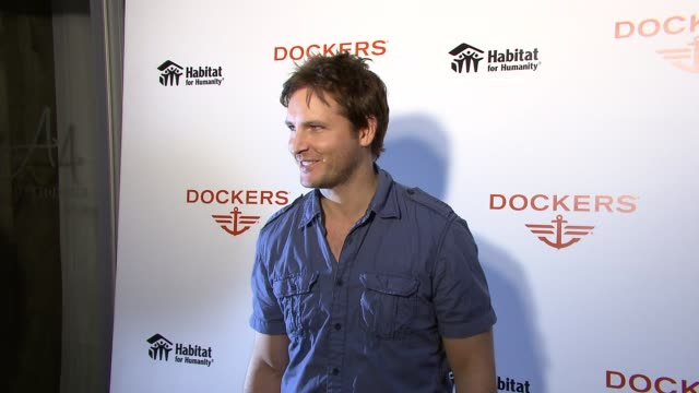 peter facinelli at the peter facinelli and joel madden attend the dockers 'khakis make the man' event at new york ny. - peter facinelli video stock e b–roll
