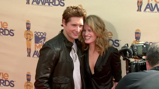 peter facinelli , elizabeth reaser at the 18th annual mtv movie awards at universal city ca. - peter facinelli video stock e b–roll