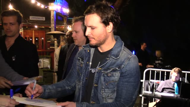 peter facinelli greeting fans at the 2nd annual hollywood heals event at celebrity sightings in los angeles on march 05, 2015 in los angeles,... - peter facinelli video stock e b–roll