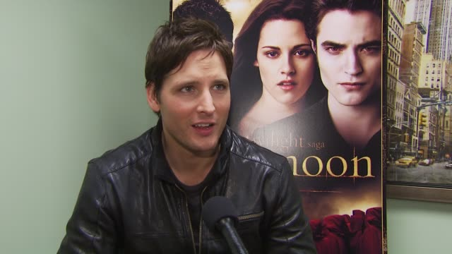 peter facinelli on appreciating the fans being supportive. at the summit home entertainment's 'new moon' dvd launch event - ny at new york ny. - peter facinelli video stock e b–roll