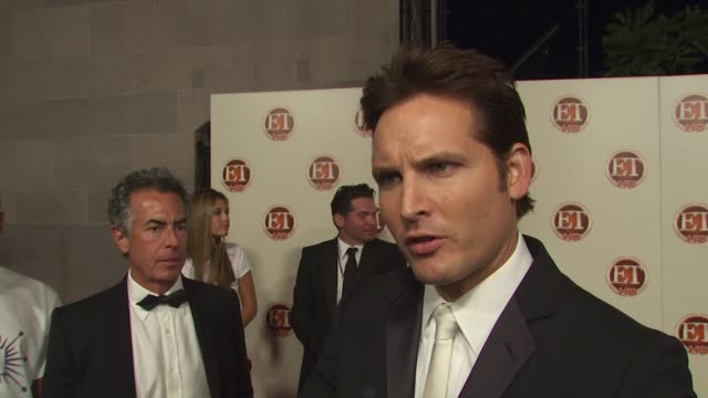 peter facinelli on edie falco's win, how it feels to have the show recognized by the emmy's, what he thought about jimmy fallon as host, how he gets... - peter facinelli video stock e b–roll