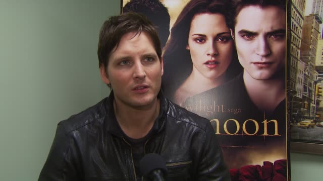 peter facinelli on one of his favorite scenes in new moon. at the summit home entertainment's 'new moon' dvd launch event - ny at new york ny. - peter facinelli video stock e b–roll