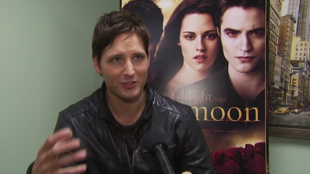 peter facinelli on what fans can expect from eclipse. at the summit home entertainment's 'new moon' dvd launch event - ny at new york ny. - peter facinelli video stock e b–roll