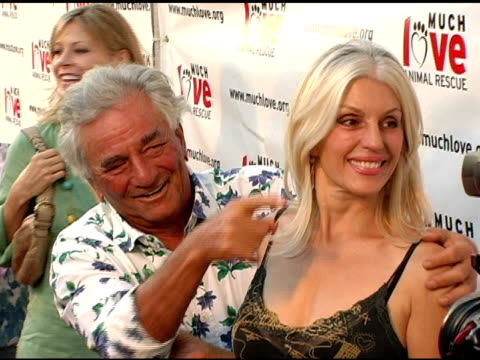 peter falk and wife shera danese at the 4th annual much love animal rescue celebrity comedy benefit at the laugh factory in hollywood california on... - peter falk stock-videos und b-roll-filmmaterial