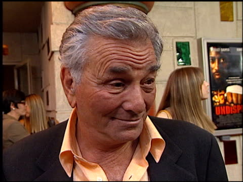 peter falk at the 'undisputed' premiere at the mann festival theater in westwood california on august 21 2002 - peter falk stock-videos und b-roll-filmmaterial
