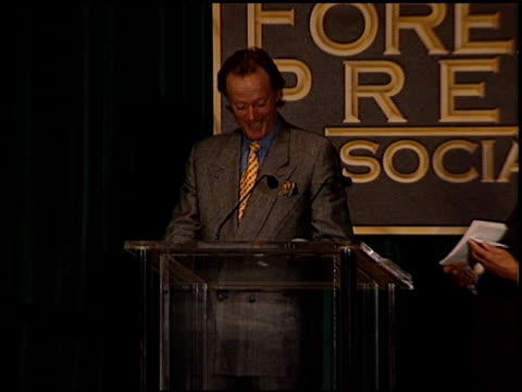 vídeos de stock, filmes e b-roll de peter fonda at the hollywood foreign press association luncheon at the regent beverly wilshire hotel in beverly hills, california on august 24, 2000. - regent beverly wilshire hotel