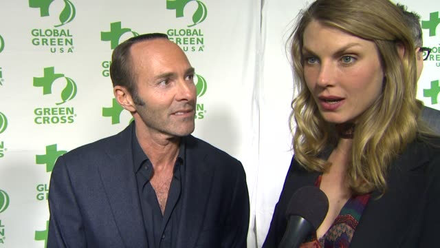 vídeos de stock e filmes b-roll de interview peter glatzer angela lindvall on what they appreciate about the work global green usa is doing how they feel about their hurricane sandy... - festa do óscar