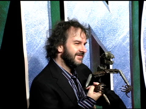 peter jackson and king kong wireframe model at the 'king kong' new york premiere at loews e-walk and amc empire cinemas in new york, new york on... - wire frame model stock-videos und b-roll-filmmaterial