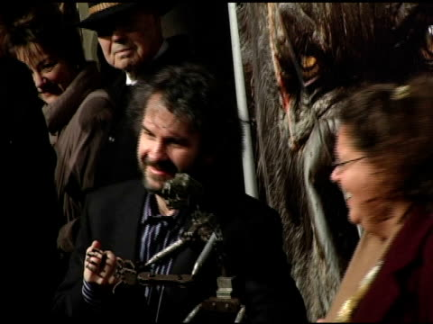 peter jackson and wireframe king kong model at the 'king kong' new york premiere at loews e-walk and amc empire cinemas in new york, new york on... - wire frame model stock-videos und b-roll-filmmaterial