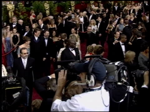 vidéos et rushes de peter jackson at the 2004 academy awards arrivals at the kodak theatre in hollywood, california on february 29, 2004. - 76e cérémonie des oscars